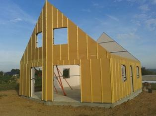 Pignon d'une maison bois isolée par l'extérieur