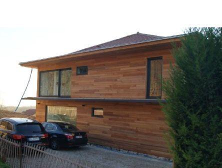 maison construite en ossature métal avec bardage bois