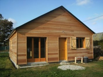 Chantier de construction d 39 une petite maison ossature bois for Petite maison prefabriquee en bois