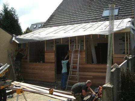 Agrandissement de maison fabriqu en ossature bois for Pose bardage exterieur bois