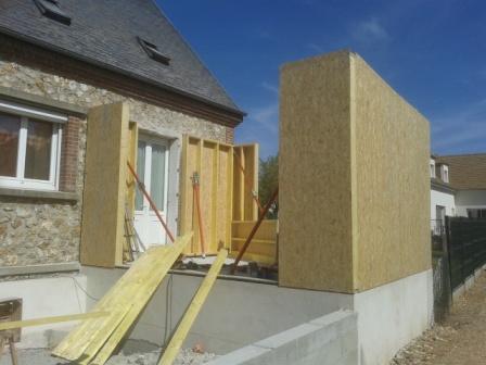Agrandissement de maison en bois avec bardage de couleurs for Construire une extension