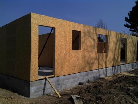 Fourniture pose d 39 une ossature bois construite en hors d 39 eau for Construction mur porteur