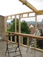 Pose de l ossature bois d'un agrandissement de maison