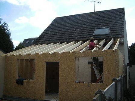 Agrandissement de maison fabriqu en ossature bois for Agrandissement toiture
