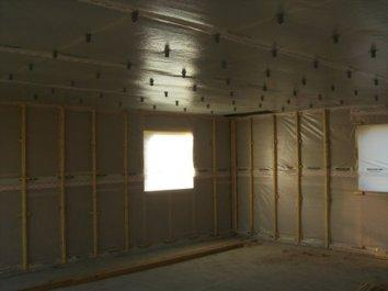 Chantier de construction d 39 une petite maison ossature bois - Pose bardage bois interieur ...