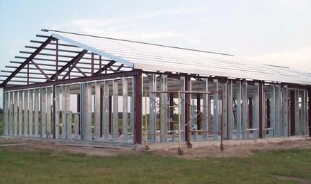 Montage et assemblage d 39 une maison ossature metallique for Prix maison structure metallique