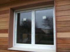 Travaux construction pose de fenêtres vue exterieure