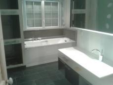 Vue d ensemble salle de bains dans extension maison