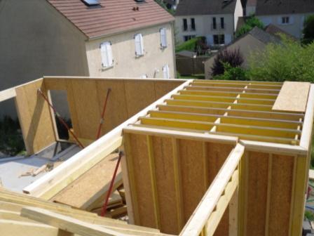 Assemblage des murs en ossature bois
