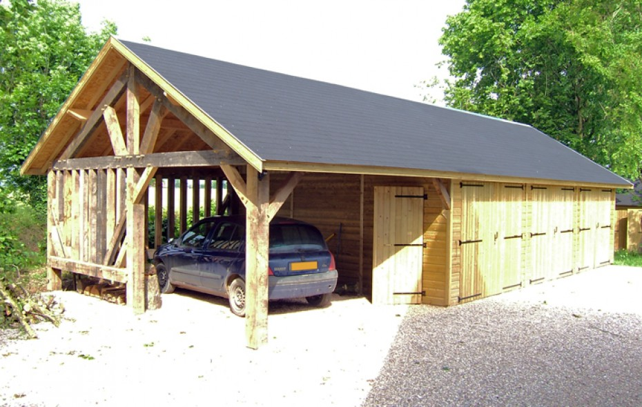 Grand garage en bois avec abri en ossature bois - Abri de jardin ossature bois ...