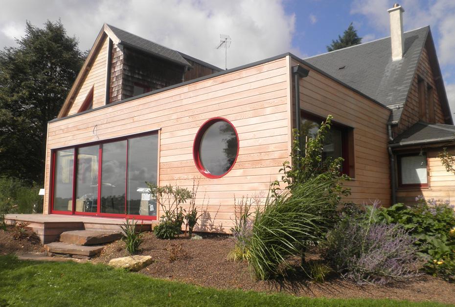 Maison agrandie avec une extension construit en ossature bois for Agrandir sa maison en bois