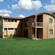 Maison en bois moderne avec toit bombé