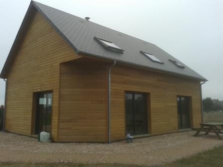 Pose bardage reed-cedar sur maison bois avec isolation extérieure