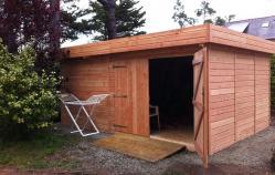 Abri de jardin en bois naturel