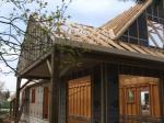 Avancee de toiture sur maison en bois