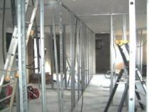 Construction maison ossature bois pose du plafond de l isolation et cloisons