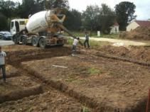Coulage des fondations pour construction d une maison en bois en normandie 1