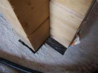Detail fixation des murs bois massif