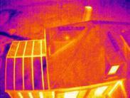 Drone pour thermographie habitation vue aerienne