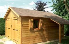 Garage fabrique en ossature bois et bardage naturel