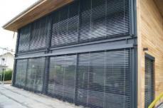 Grandes baies vitrees sur maison ossature metallique