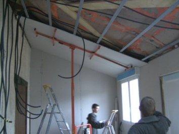 Isolation thermique de construction bois pose des isolants for Comhabillage bois interieur maison