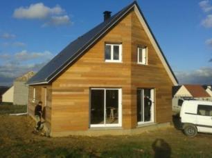 Maison construite en bois avec combles aménagés