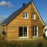 Maison construite en bois avec combles amenages