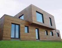 Maison bois contemporaine a toit plat construite en ossature bois