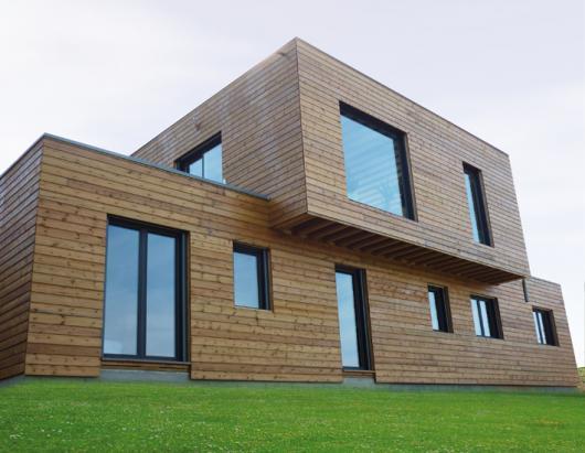 Maison contemporaine a toit plat construite en ossature bois