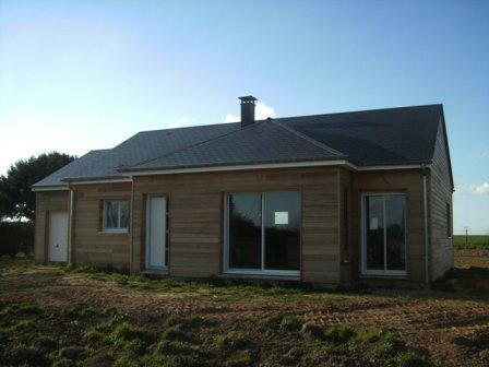 Maison de plain pied et garage construite en bois for Maison plain pied bois