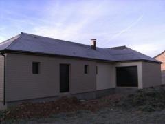 Maison en bois de plain pied avec bardage de couleurs