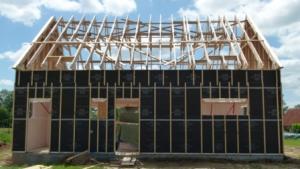 Mise en place pare-pluie sur maison ossature bois et pose charpente