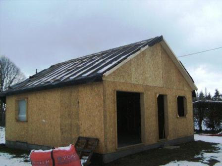 Chantier de construction d 39 une petite maison ossature bois for Petite maison construction