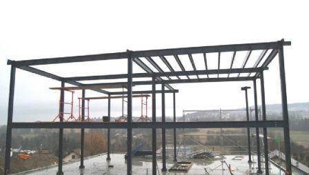 Montage et assemblage d 39 une maison ossature metallique for La structure d une maison