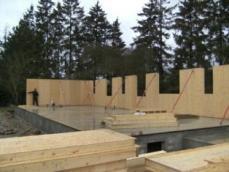Montage des murs en ossature bois sur vide sanitaire