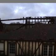 Photo aerienne par drone d'une maison bois apres incendie pour assurance