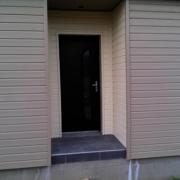 Porte d entree de notre maison en bois