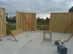 Pose des murs exterieurs d'une maison ossature bois
