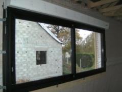 Pose par nos artisans fenêtres en alu noir sur ossature bois