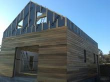 Vue arriere de la maison en bois dans les Yvelines
