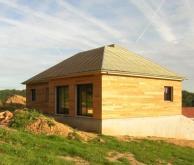 Vue arrière maison fabriquée en ossature bois
