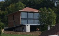 Vue d ensemble de la maison a etage construite en ossature metallique